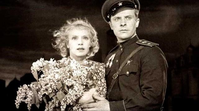 """Смотреть фильм """"В шесть часов вечера после войны"""" 1944"""