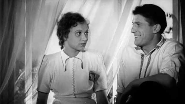 """Фильм """"Парень из нашего города"""" (1942)"""